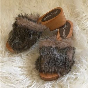 FREE PEOPLE FUZZY CLOGS